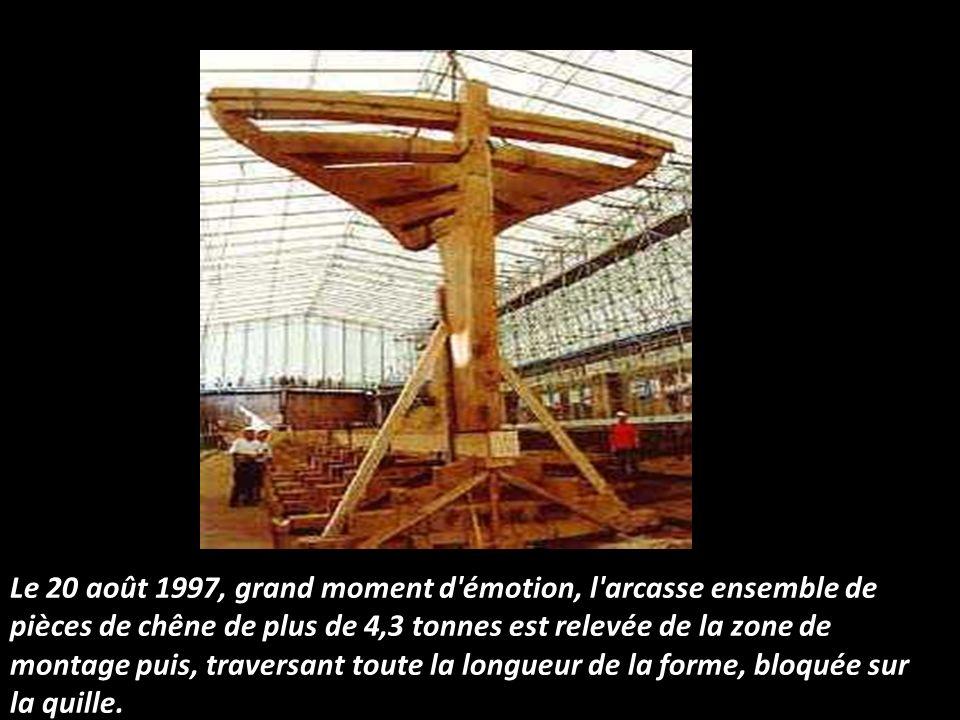 La construction proprement dite de la frégate a débuté en février 1997, dans une vaste salle de traçage, de 25 mètres de long sur 12 de large. Pendant