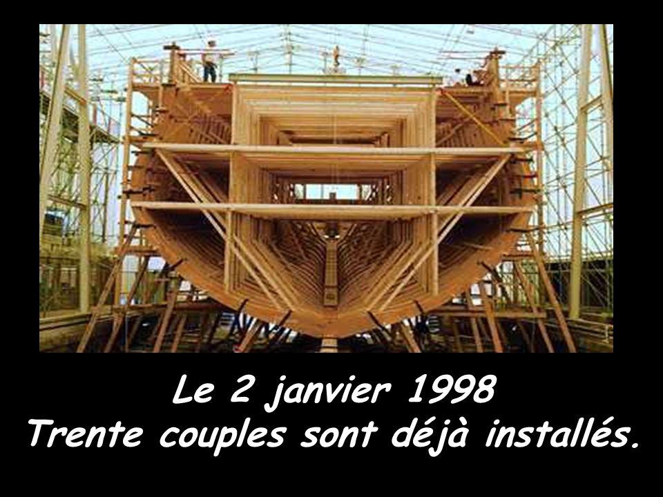 Le 4 juillet 1997, le drapeau marquant le début du chantier est hissé à la porte de l'arsenal. Le même jour, l'ensemble de la charpente axiale est pos