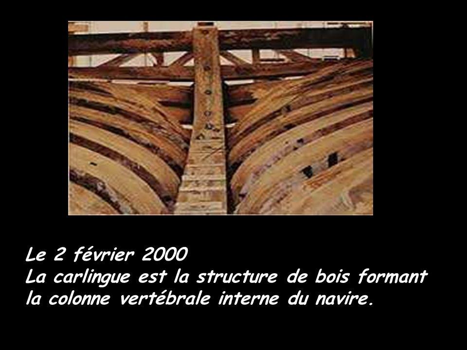 Le 14 décembre 1999 L'étrave: pièce qui vient fermer l'avant du navire est posée devant le public.