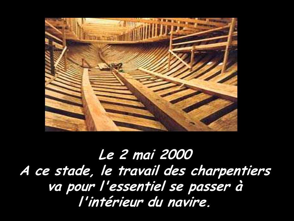 Le 2 août 2000 Nouveauté sur le chantier, deux nouveaux ateliers sont installés, un atelier forge et un atelier bois qui réalisent des pièces devant l