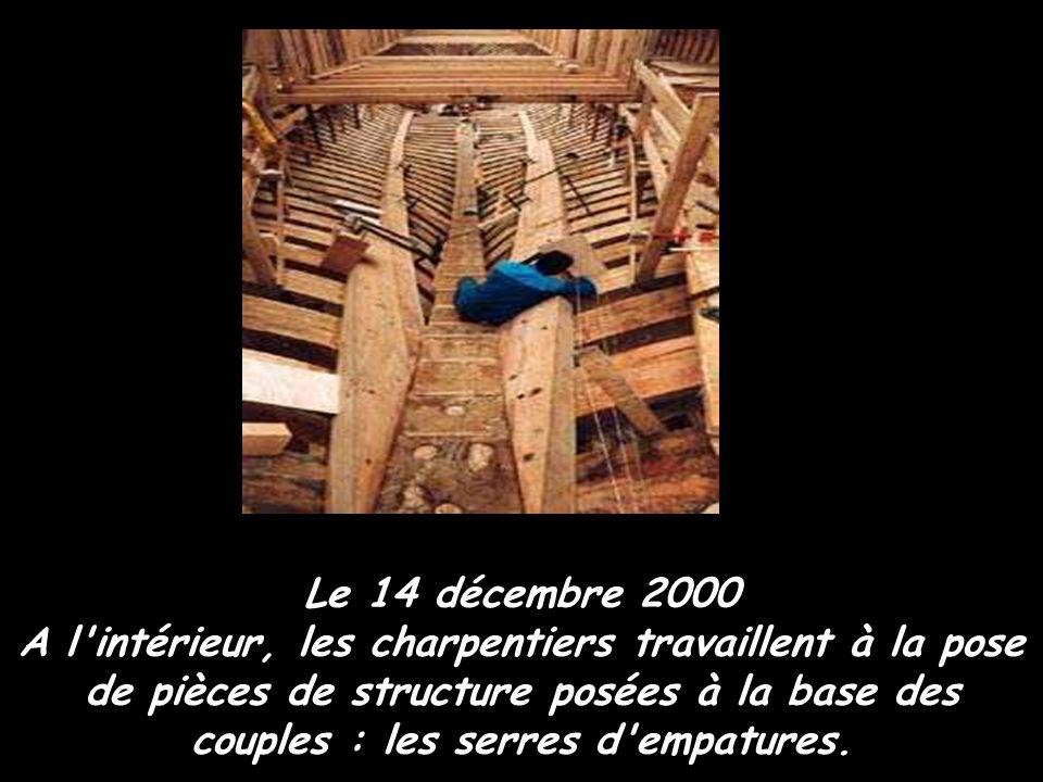 Le 2 mai 2000 A ce stade, le travail des charpentiers va pour l'essentiel se passer à l'intérieur du navire.