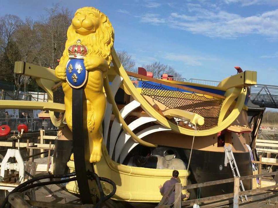 Décembre 2011 Décembre 2011 Motorisation: Précisons avant tout que l'Hermione est un voilier et le restera. Il est hors de question de traverser l'Atl