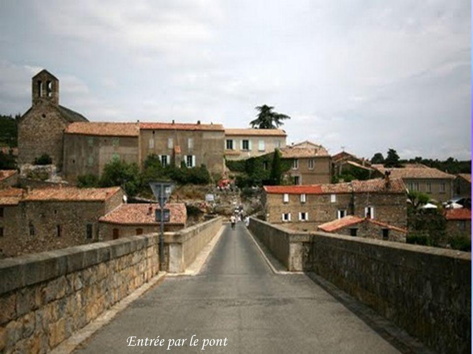 Cité cathare située dans lHérault (34) fait partie des plus beau village de France.