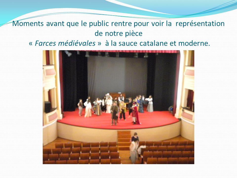 Moments avant que le public rentre pour voir la représentation de notre pièce « Farces médiévales » à la sauce catalane et moderne.