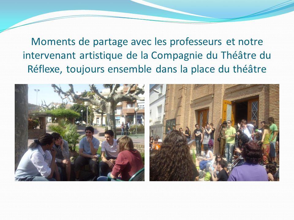 Moments de partage avec les professeurs et notre intervenant artistique de la Compagnie du Théâtre du Réflexe, toujours ensemble dans la place du théâtre