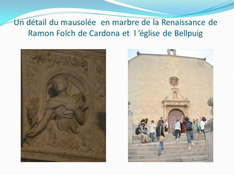 Un détail du mausolée en marbre de la Renaissance de Ramon Folch de Cardona et l église de Bellpuig