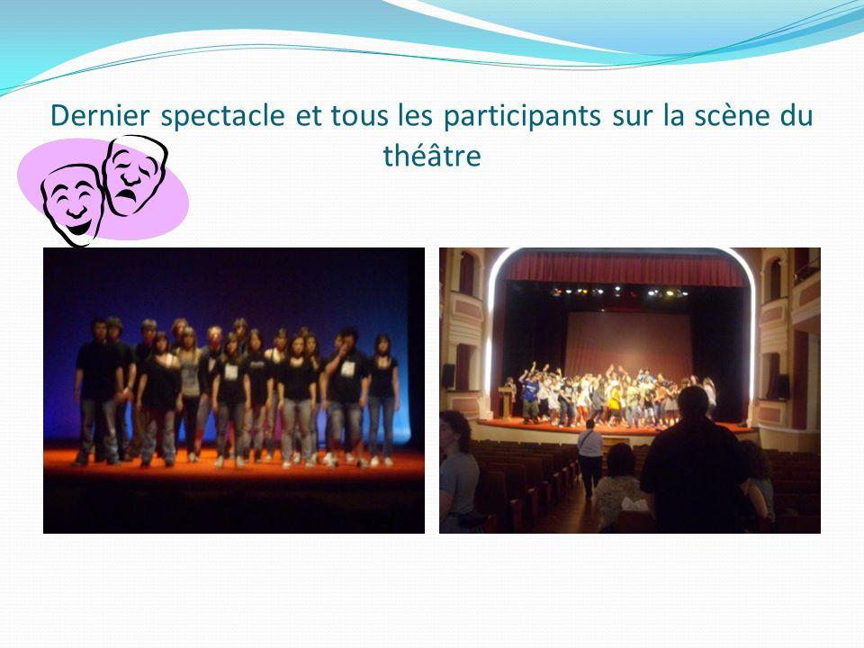 Dernier spectacle et tous les participants sur la scène du théâtre