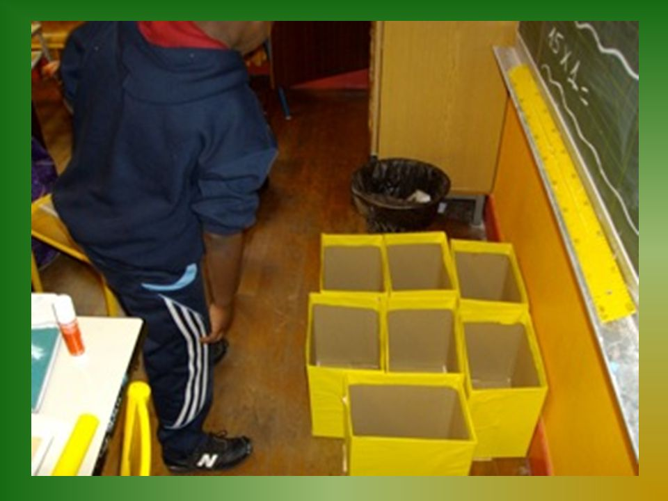 Travaux utiles ou artistiques faits avec des matériaux divers Les vide- poche faits en cannette Les assemblages faits avec des cartons, rouleaux, bouteilles, etc.