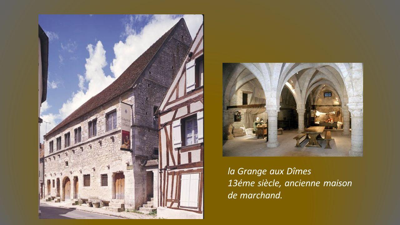Eglise Saint Ayoul et la Tour Lanterne du prieuré. Collégiale Saint Quiriace