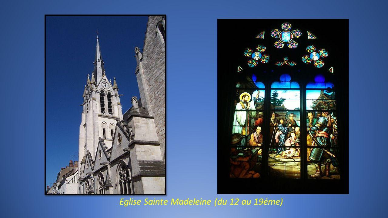 MONTARGIS dans le Loiret, la Venise du Gâtinais ville 3 fleurs.
