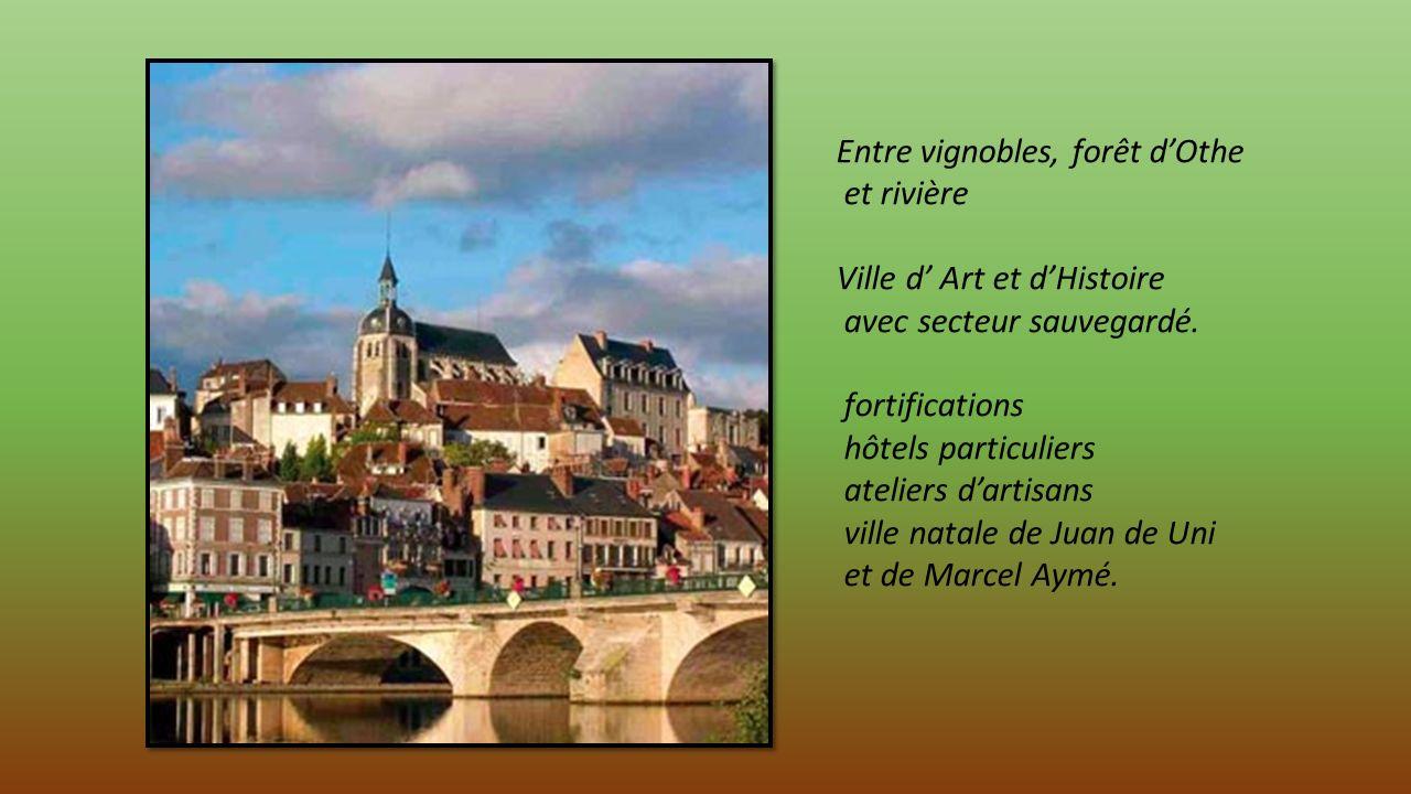 JOIGNY dans lYonne à 125 kms de Paris aux portes de la Bourgogne.