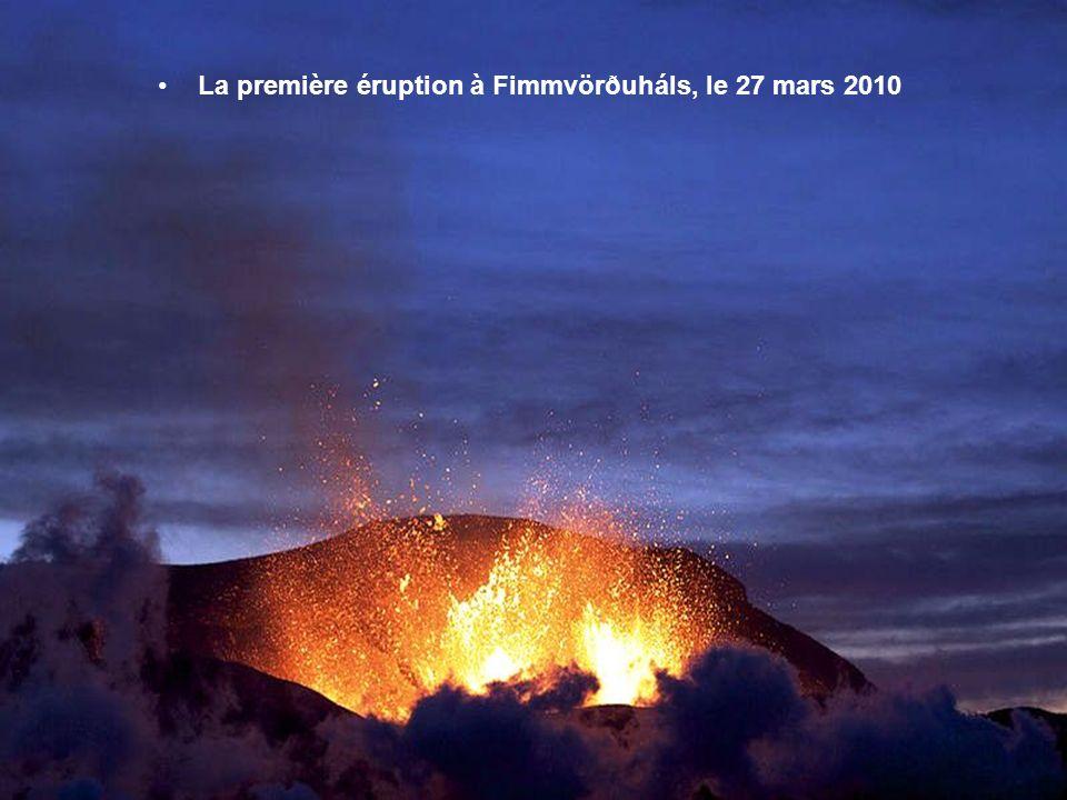 L'Islande compte environ 130 volcans actifs. Cette particularité sexplique par la position de l'île à cheval sur la plaque nord-américaine et la plaqu