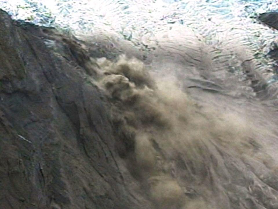 L'éruption du volcan, sous un glacier, a entraîné la fonte des glaces
