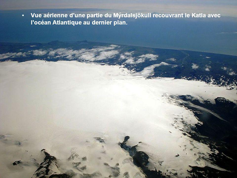 Le Mýrdalsjökull Ce dôme glaciaire recouvre le redoutable volcan Katla