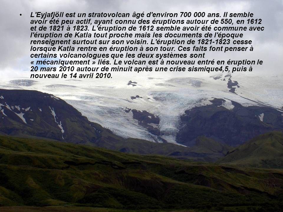 L'Eyjafjallajökull est situé entre la vallée de Þórsmörk au nord et la côte de l'océan Atlantique au sud. Le glacier recouvre le volcan actif Eyjafjöl