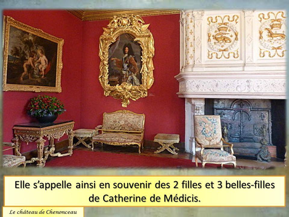 La chambre des cinq reines. Elle sappelle ainsi en souvenir des 2 filles et 3 belles-filles de Catherine de Médicis. Le château de Chenonceau