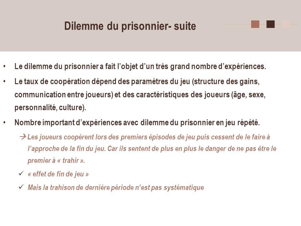 8 Jeu du bien public (public good game) Généralisation du dilemme du prisonnier même conflit entre intérêt individuel et intérêt collectif mais dans un cadre plus général, avec plus de 2 joueurs