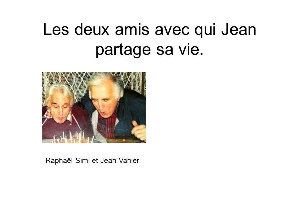 Les deux amis avec qui Jean partage sa vie. Raphaël Simi et Jean Vanier