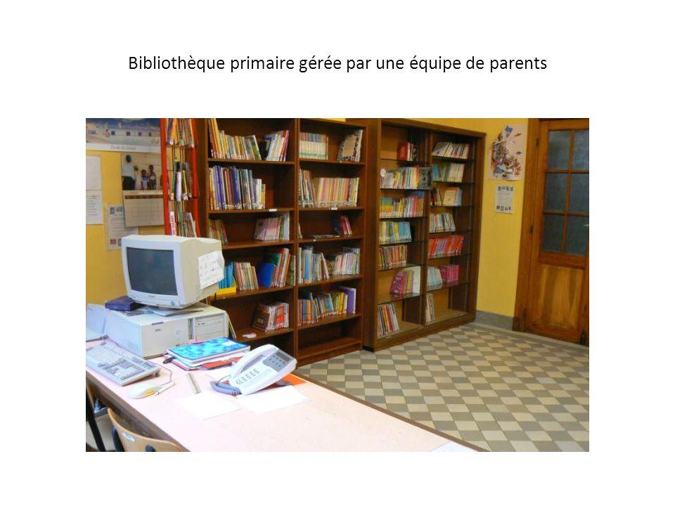Bibliothèque primaire gérée par une équipe de parents