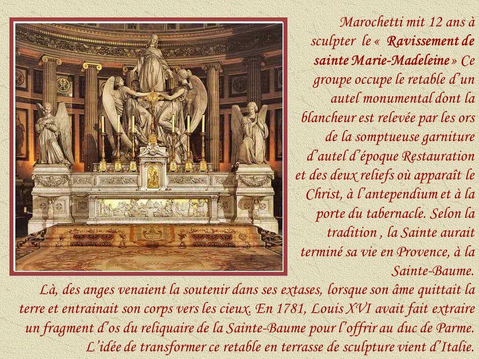 Leffet coloré de cette mosaïque de Charles-Joseph Lameire ( 1832-1910), située au dessus du maître-autel, est assez singulier mais respecte lalternance des tons chauds et froids de tout lédifice.