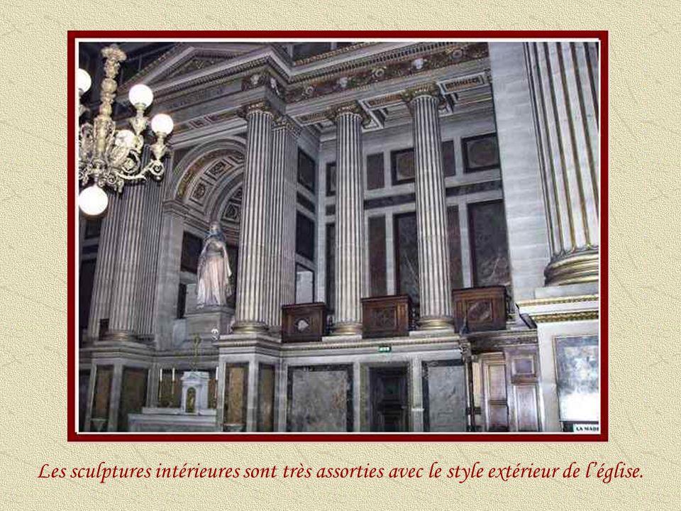 Cette mosaïque, que lon voit dans la nef, a été terminée en 1893, sous le pontificat de Léon XIII, François Richard étant archevêque de Paris et Almyre le Rebours, curé de cette paroisse.