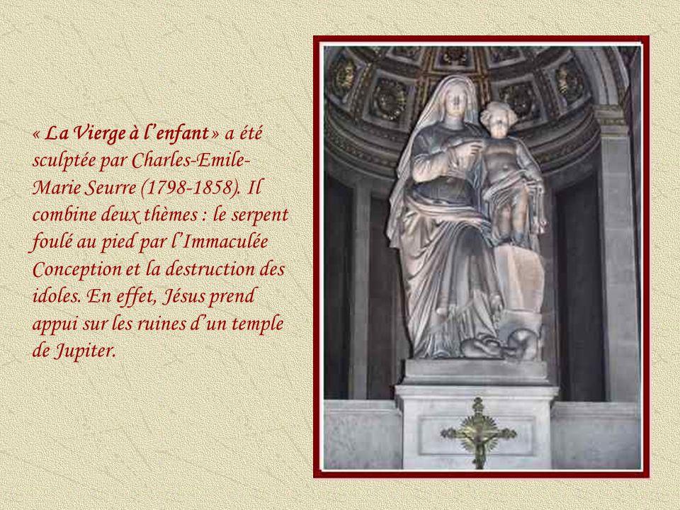 « Saint Vincent de Paul » a été créée par le sculpteur italien Nicolas-Bernard Raggi (1798- 1858).