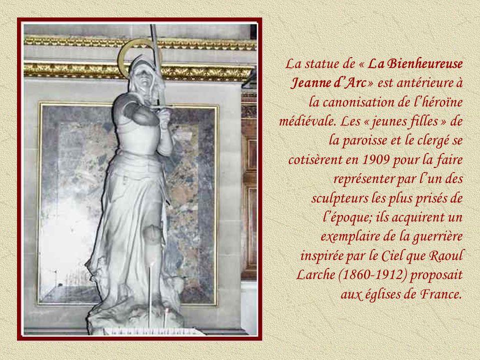« La Vierge à lenfant » a été sculptée par Charles-Emile- Marie Seurre (1798-1858).