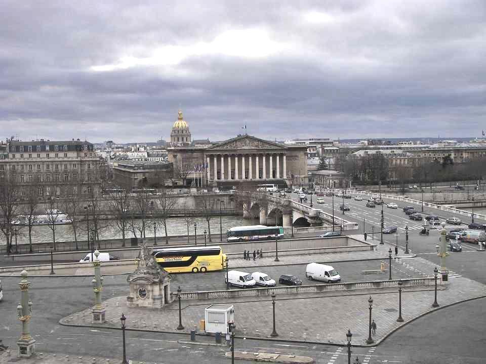 Le ministère de la Marine qui fait langle de la rue Royale et de la place de la Concorde.