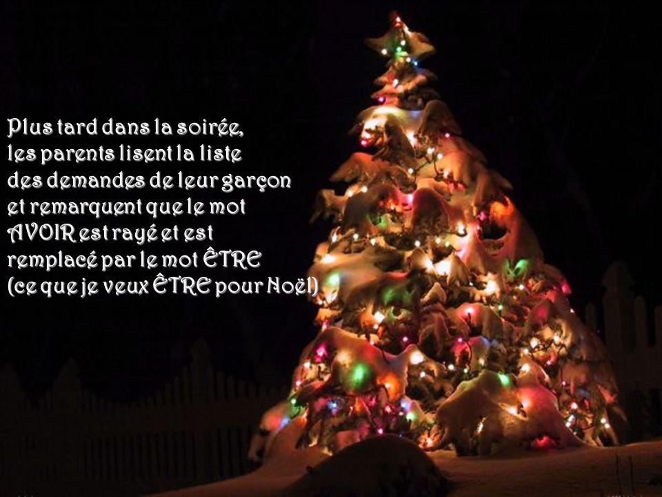 Le garçon revient 2 heures plus tard avec une feuille sur laquelle il a écrit ce quil voudrait pour Noël. Les parents prennent la feuille sans la rega