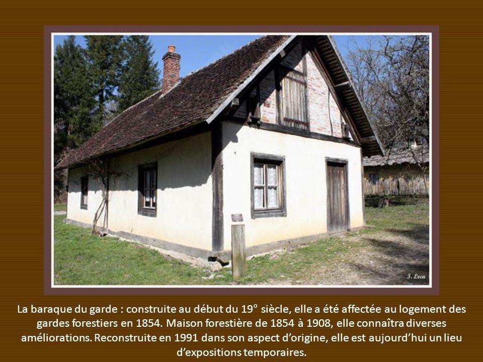 La baraque du garde : construite au début du 19° siècle, elle a été affectée au logement des gardes forestiers en 1854.