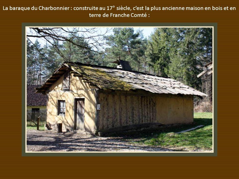 La baraque du Charbonnier : construite au 17° siècle, cest la plus ancienne maison en bois et en terre de Franche Comté :