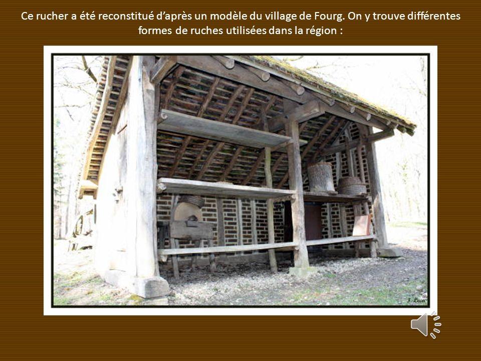 Ce rucher a été reconstitué daprès un modèle du village de Fourg.