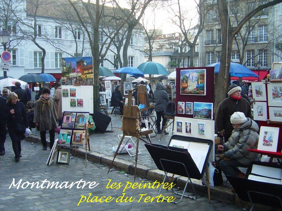 Montmartre place du Tertre animée