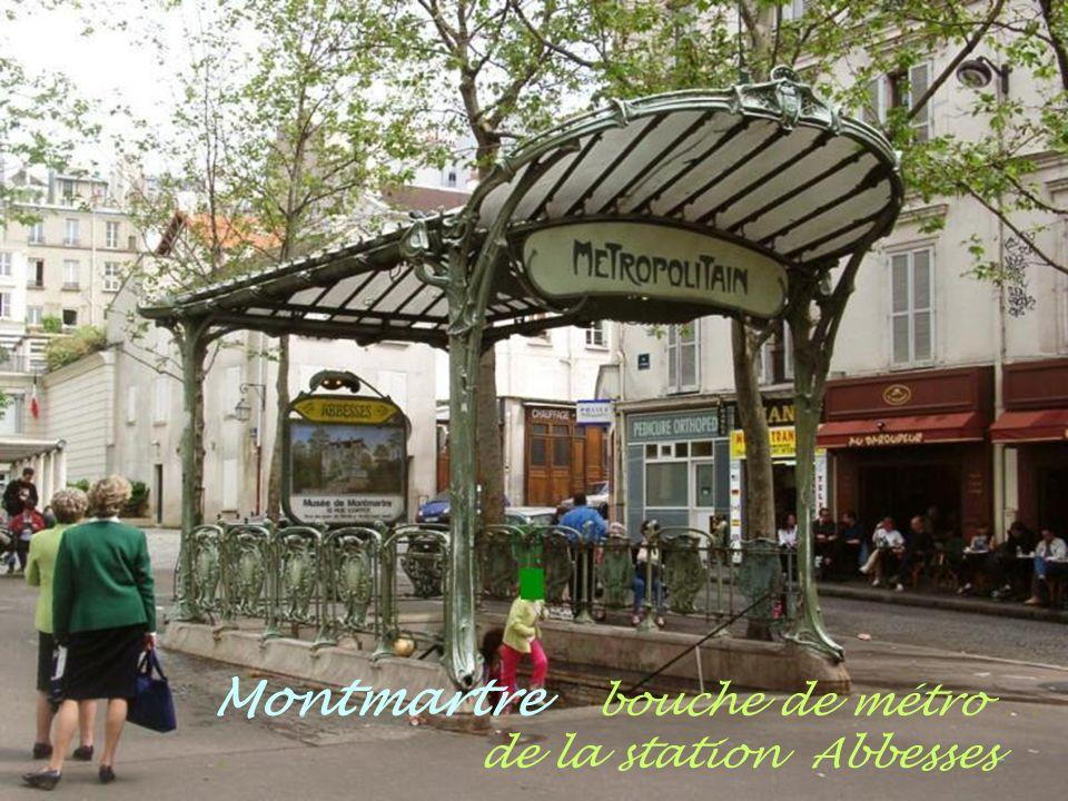 Montmartre les peintres.. place du Tertre