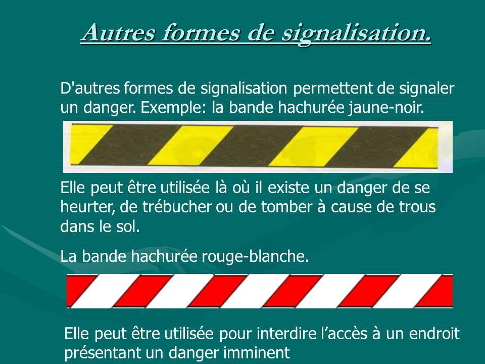 Autres formes de signalisation. D'autres formes de signalisation permettent de signaler un danger. Exemple: la bande hachurée jaune-noir. Elle peut êt
