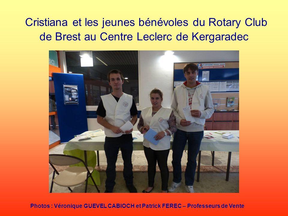 Cristiana et les jeunes bénévoles du Rotary Club de Brest au Centre Leclerc de Kergaradec Photos : Véronique GUEVEL CABIOCH et Patrick FEREC – Profess