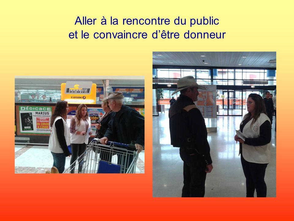 Alexandre (élève seconde Bac Professionnel Commerce) et léquipe des bénévoles au Centre de lIroise