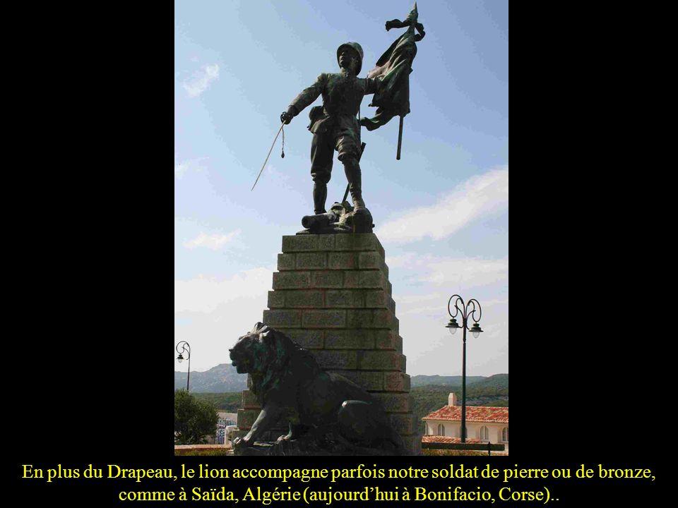 Dans un village aux multiples fontaines, le monument a été édifié autour de lune delles (Barjols, Var)