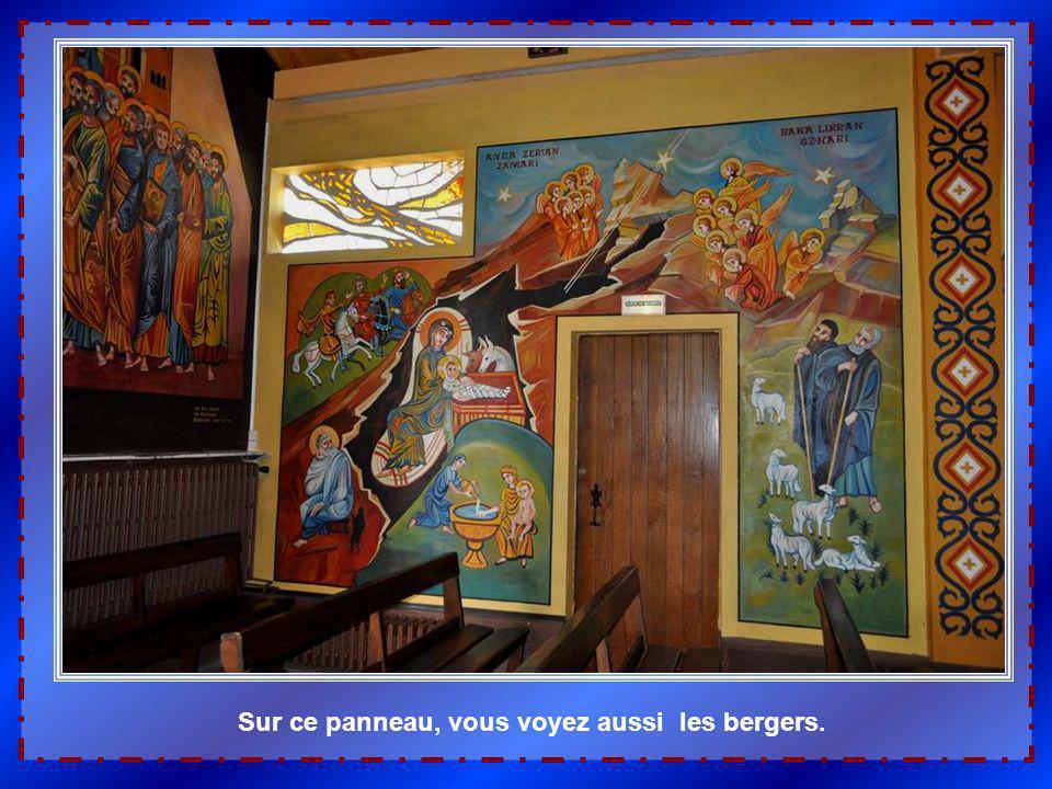 Logiquement, sur le panneau mural qui suit, la Nativité. A la façon des icônes, plusieurs scènes sont ici représentées. En bas, le premier bain au béb