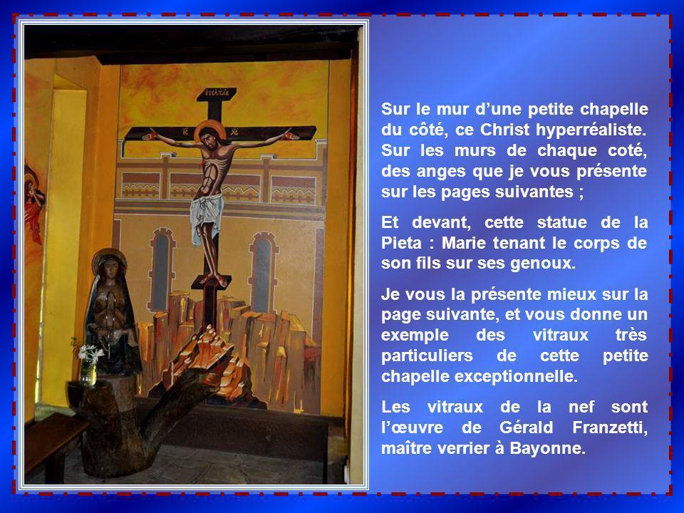Sur le mur dune petite chapelle du côté, ce Christ hyperréaliste.