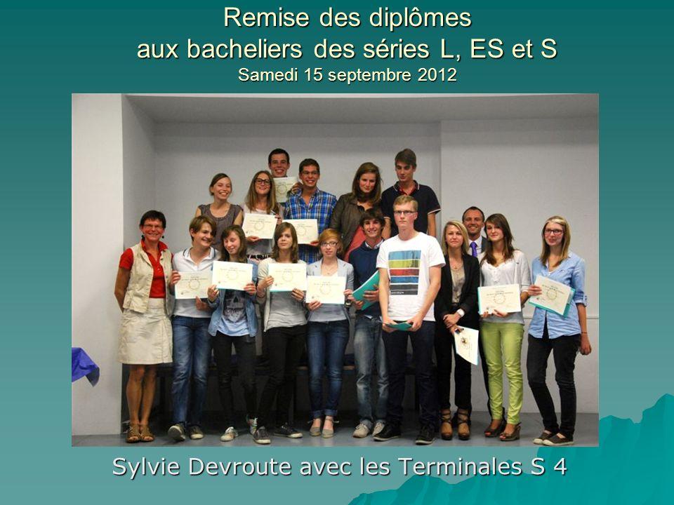 Remise des diplômes aux bacheliers des séries L, ES et S Samedi 15 septembre 2012 Sylvie Devroute avec les Terminales S 4