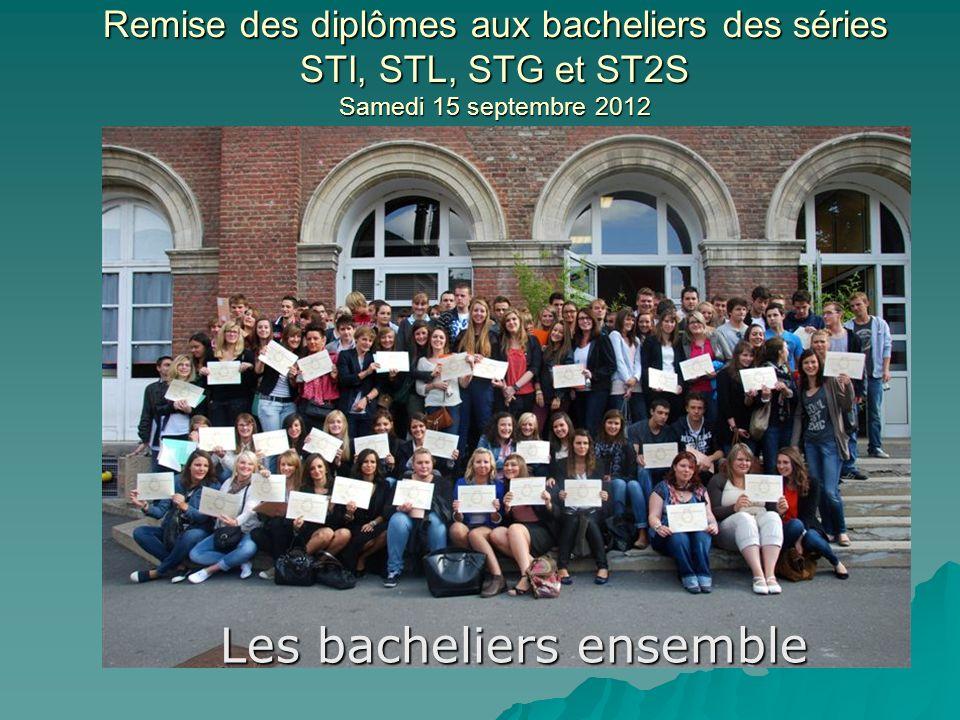 Remise des diplômes aux bacheliers des séries STI, STL, STG et ST2S Samedi 15 septembre 2012 Les bacheliers ensemble