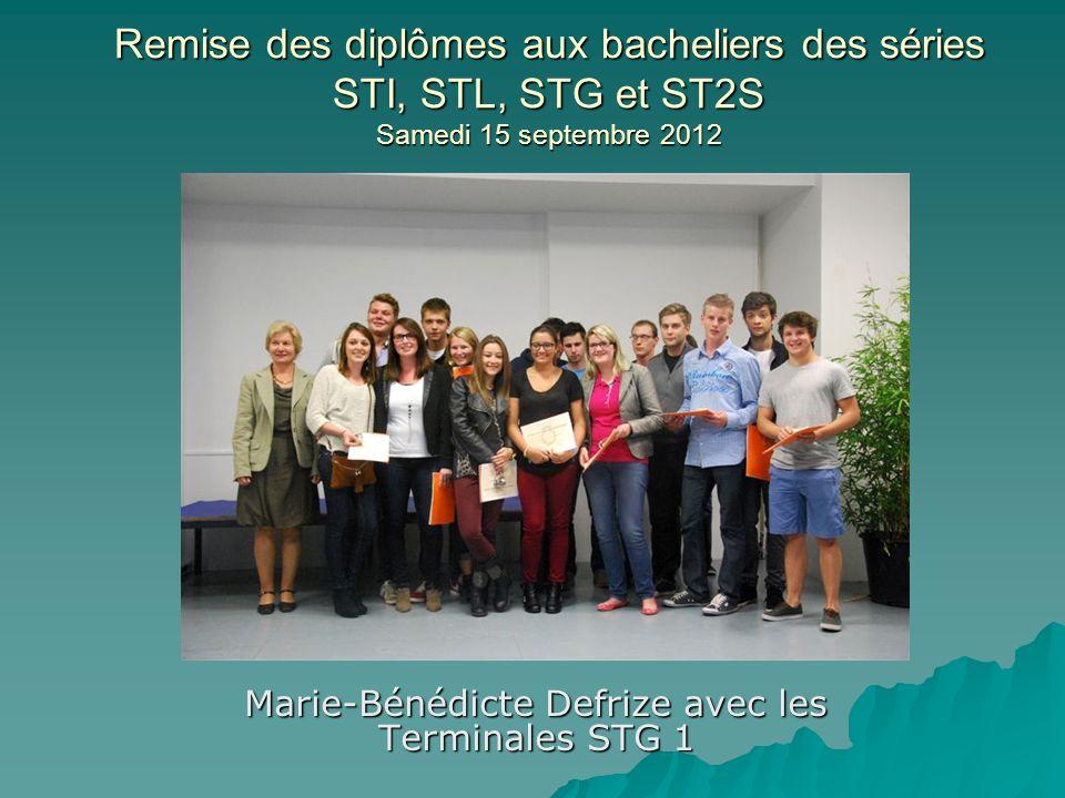 Remise des diplômes aux bacheliers des séries STI, STL, STG et ST2S Samedi 15 septembre 2012 Marie-Bénédicte Defrize avec les Terminales STG 1