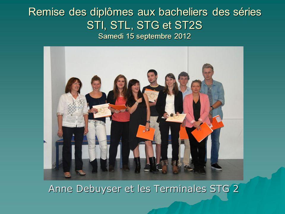 Remise des diplômes aux bacheliers des séries STI, STL, STG et ST2S Samedi 15 septembre 2012 Laure-Anne Lemaire et les Terminales STL
