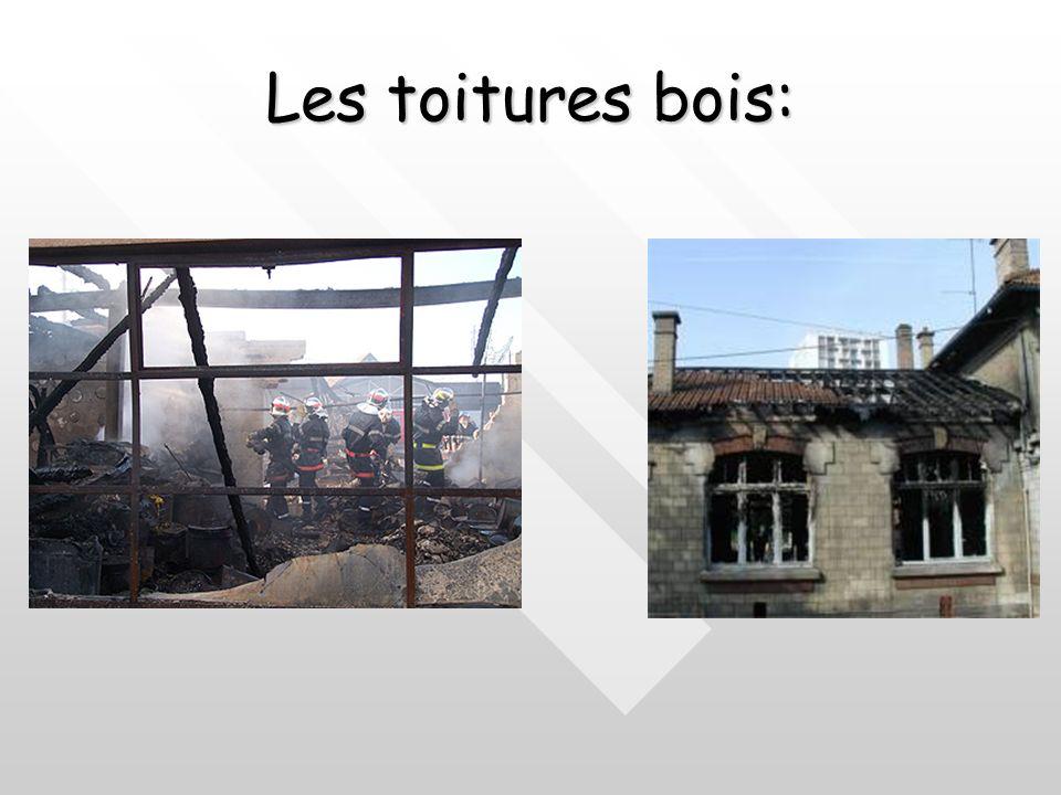 Stabilité au feu des matériaux : Éléments porteurs Le bois:Le bois: Son comportement varie en fonction de :Son comportement varie en fonction de : Ses