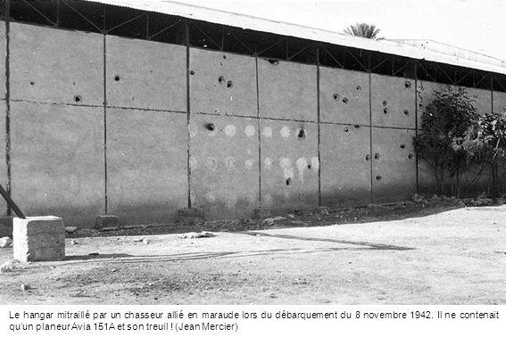 Le hangar mitraillé par un chasseur allié en maraude lors du débarquement du 8 novembre 1942. Il ne contenait quun planeur Avia 151A et son treuil ! (