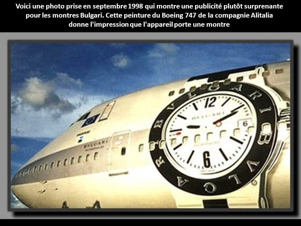 Voici une photo prise en septembre 1998 qui montre une publicité plutôt surprenante pour les montres Bulgari.