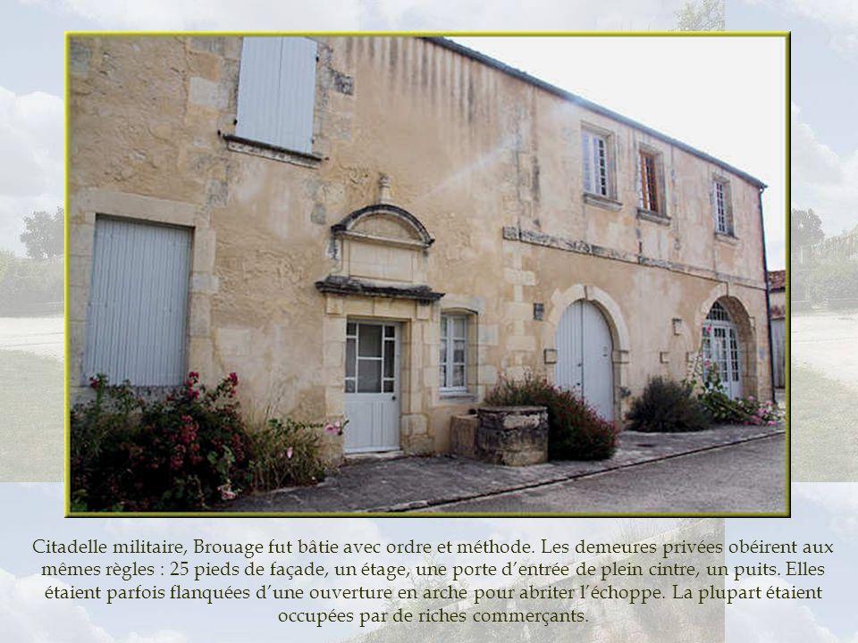 Fondé par Richelieu en 1627, lhôpital devient vite trop petit. Un siècle plus tard, un mémoire rédigé, décrit sommairement ce bâtiment : cuisine, blan