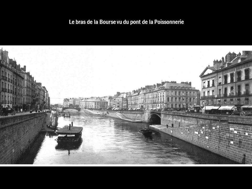 Le bras de la Bourse vu du pont de la Poissonnerie