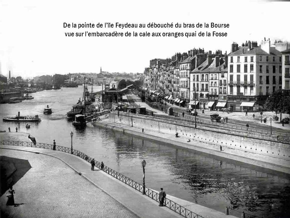 De la pointe de lîle Feydeau au débouché du bras de la Bourse vue sur lembarcadère de la cale aux oranges quai de la Fosse